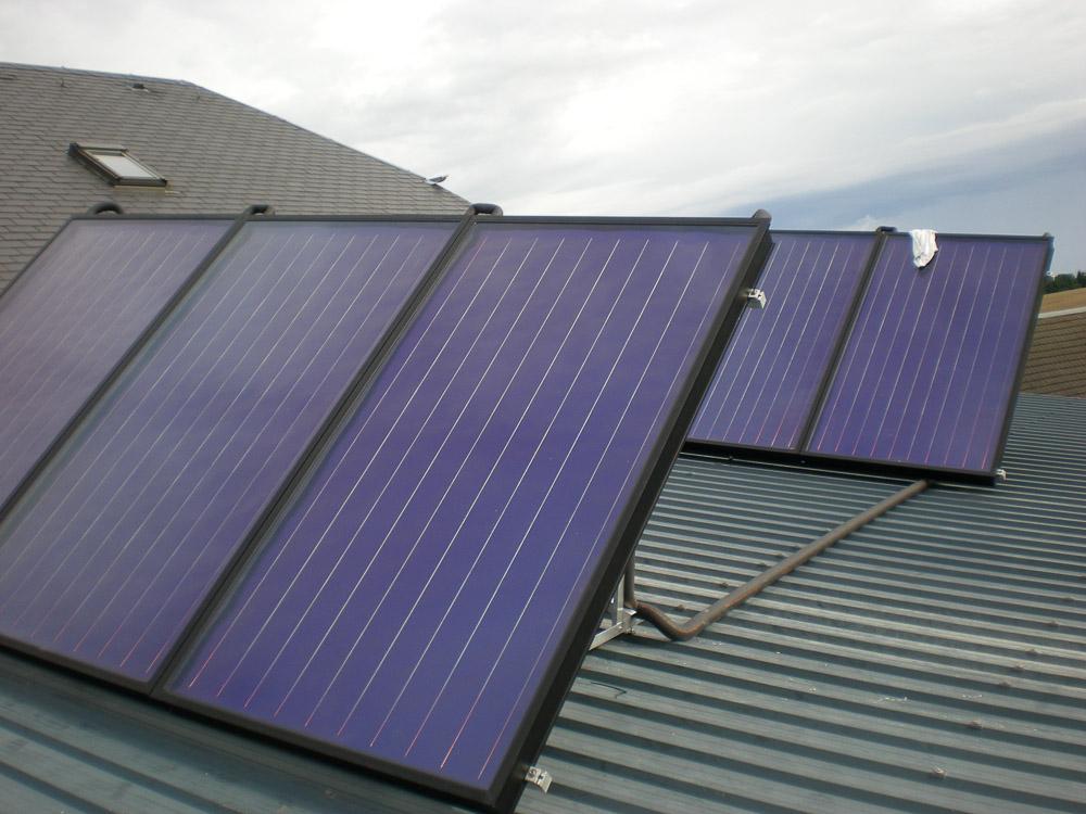six capteurs solaires thermiques en support du chauffage topsolar. Black Bedroom Furniture Sets. Home Design Ideas